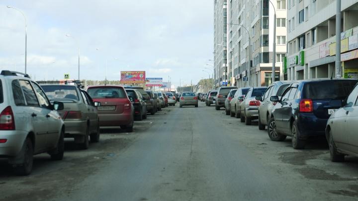 Еще на нескольких улицах Екатеринбурга появятся знаки «Остановка запрещена»: публикуем карту