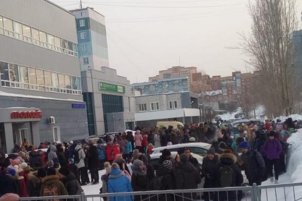 Волна эвакуация захлестнула Новосибирск 28 января — были эвакуированы десятки школ, больницы и бизнес-центры