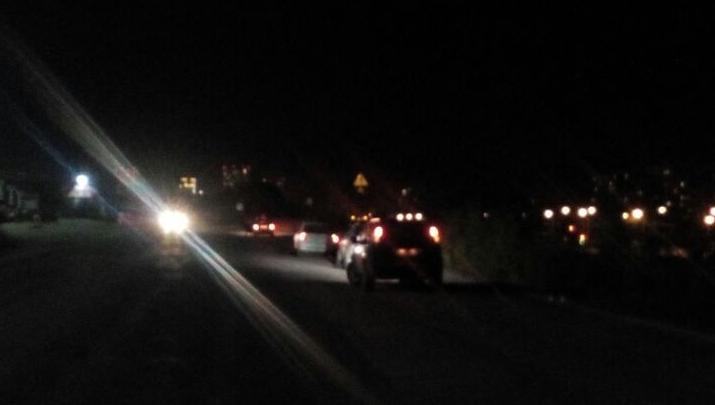 Пять автомобилей пробили колёса в коварной яме на Светлановской