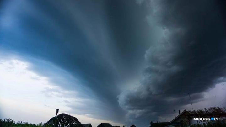 МЧС объявило штормовое предупреждение: на Омскую область надвигаются дождь ишквалистый ветер