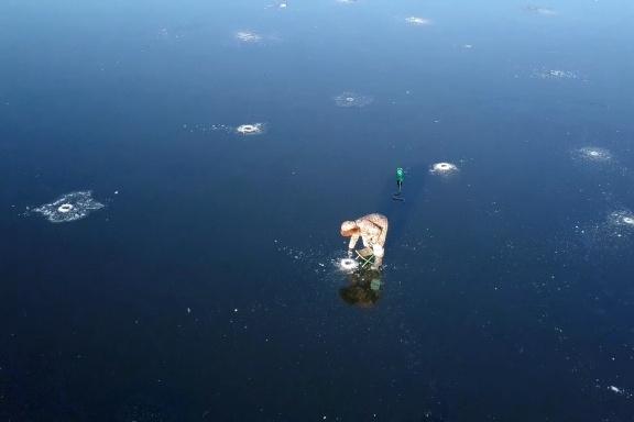 Сотрудники МЧС предупреждают, что выход на тонкий лед смертельно опасен