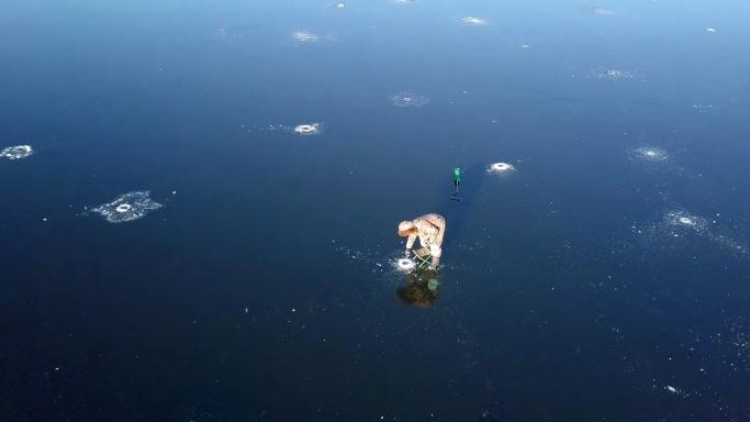 В Самаре на озере Гатном пожилой рыбак провалился под лед