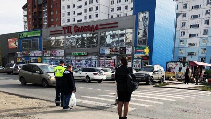 «Ужасное безразличие»: машина сбила школьницу на пешеходном переходе и уехала