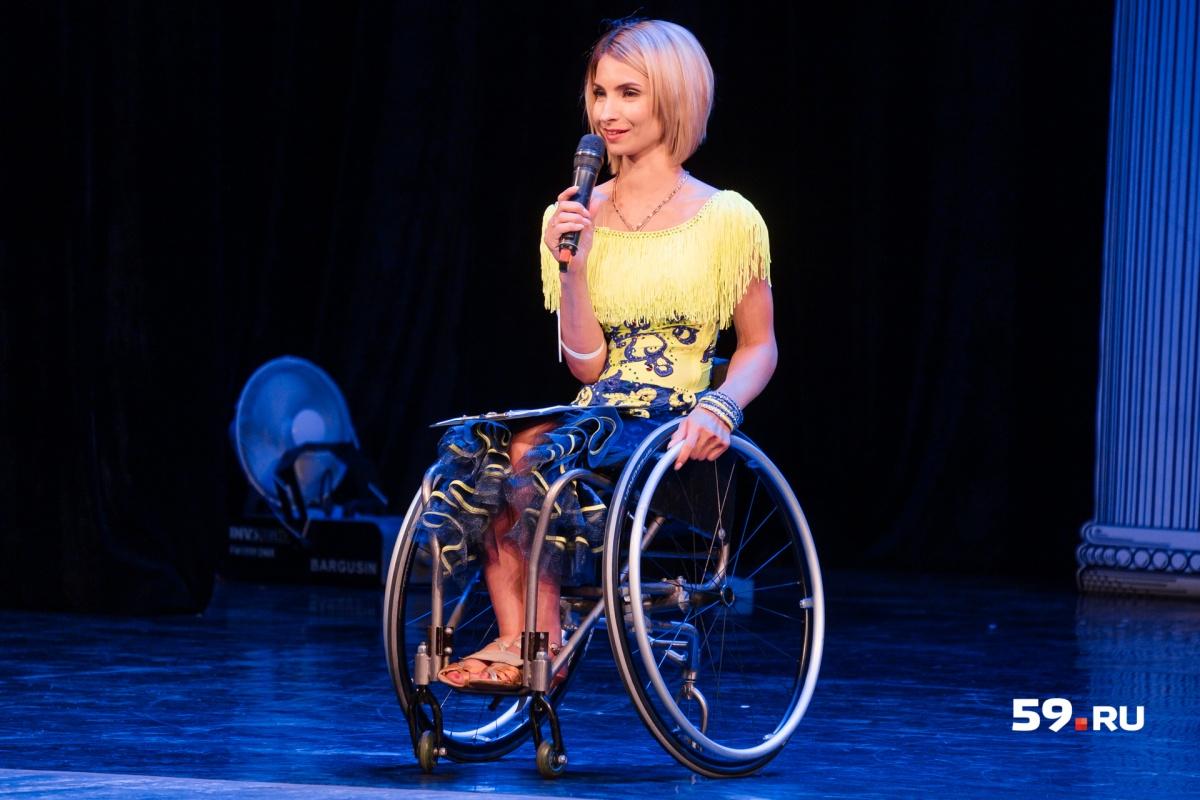 Юлия Ившина — солистка пермского ансамбля на колясках «Гротеск»