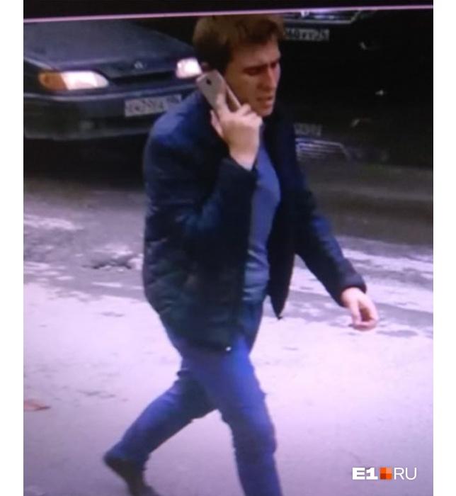 Камеры видеонаблюдения сняли мужчину, который посреди дня избил женщину на Старой Сортировке
