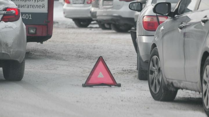 В Перми иномарка сбила двухлетнего мальчика на санках. С мамой они переходили дорогу на зеленый