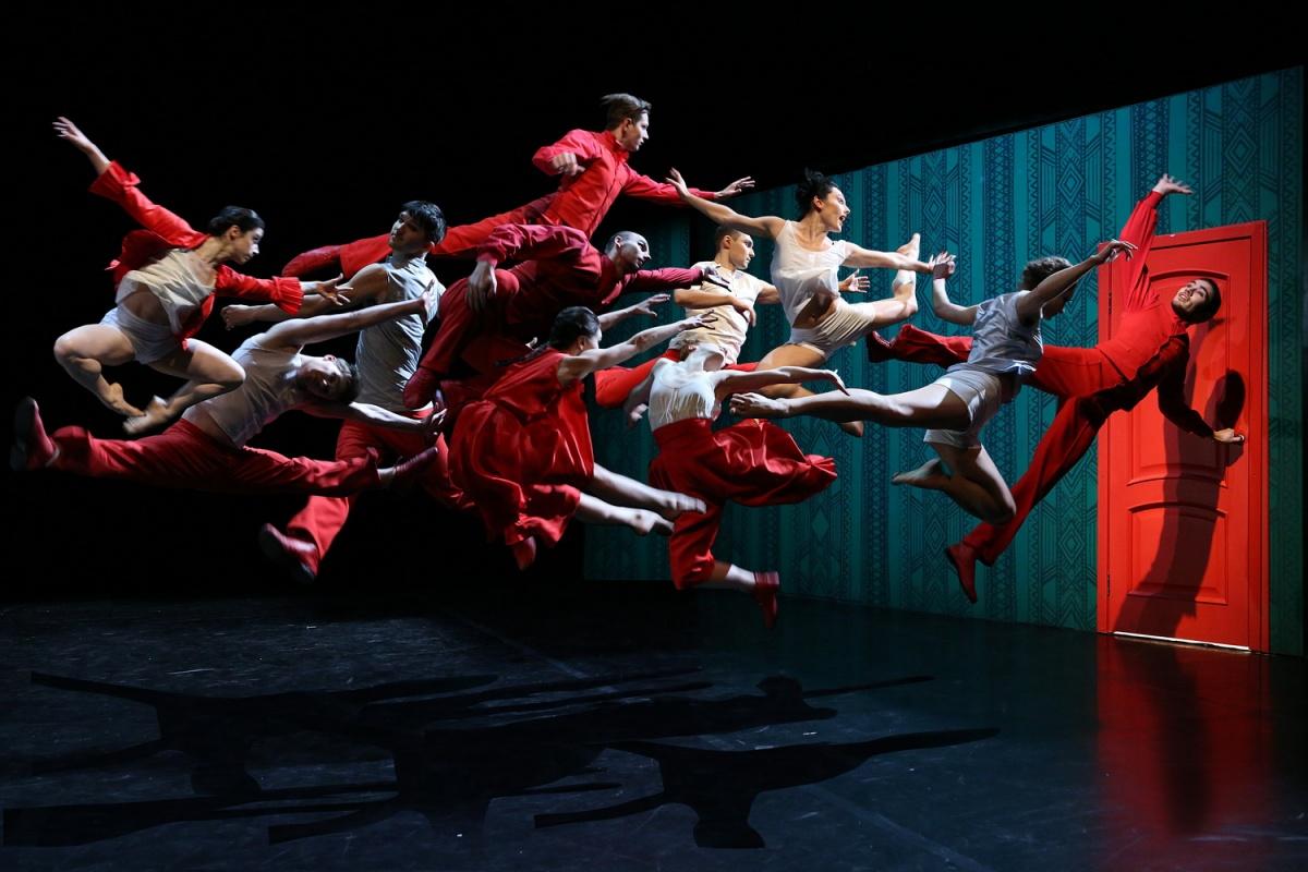 В Новосибирске покажут околонаучный моноспектакль и танцы по роману Достоевского