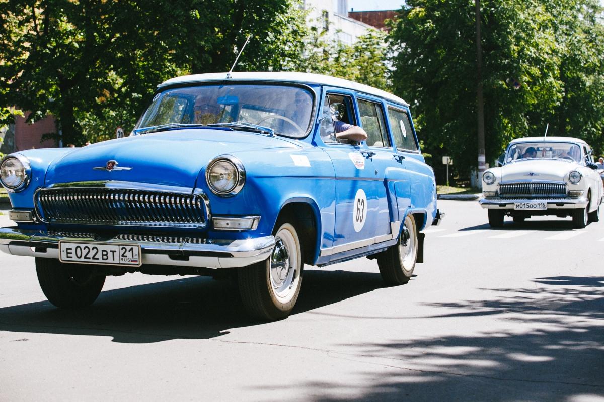 Грандиозный фестиваль классических авто стартовал от главной проходной ГАЗа