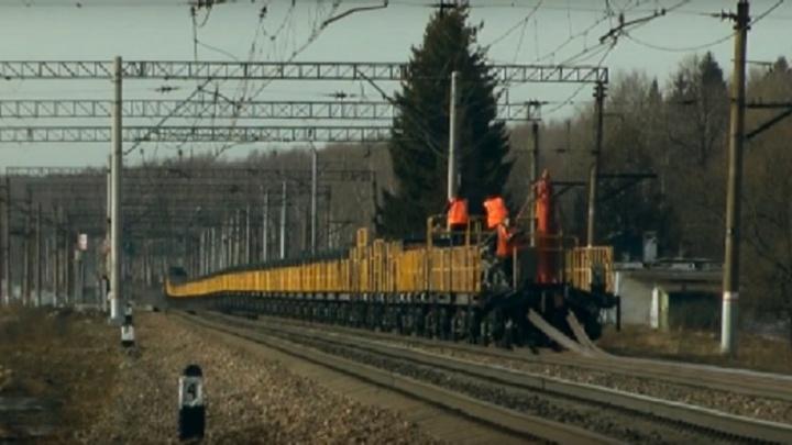 На железной дороге в Тюменской области пострадали двое рабочих, виновным признали их мастера