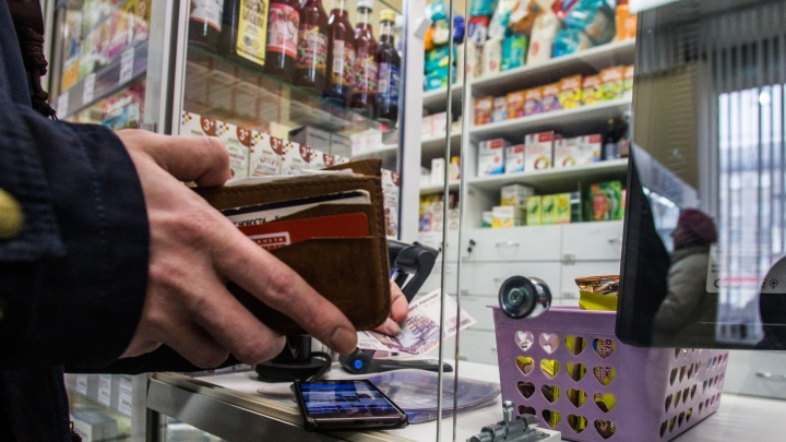 Трое грабителей в масках ворвались в аптеку «Социалочка» и похитили деньги из кассы