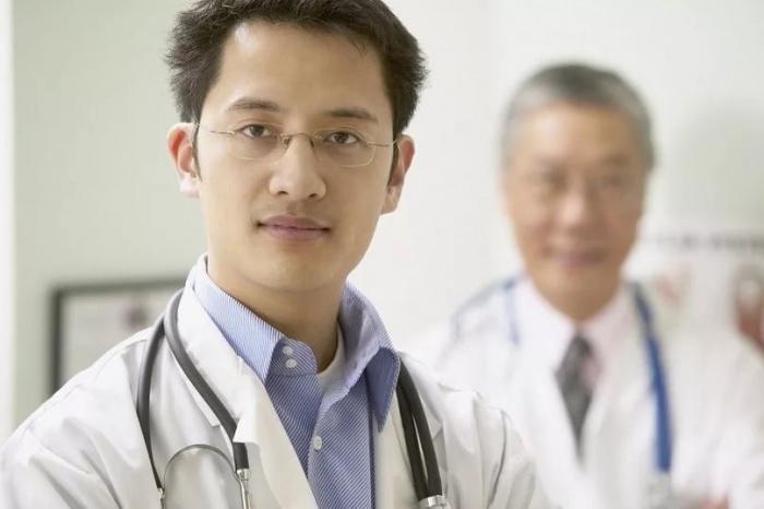 Китайские врачи будут лечить пациентов все новогодние праздники