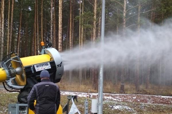 С помощью таких пушек делают искусственный снег