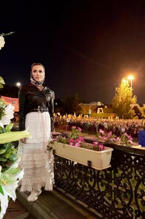 Уже не в первый раз с крестным ходом прошла актриса Юлия Михалкова