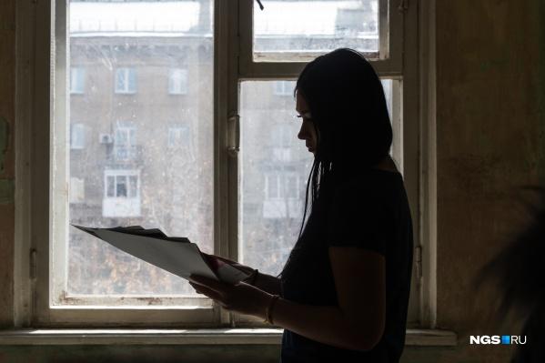 Семья из 3 человек живёт на 20 тысяч рублей в месяц— мама в декрете работает на дому, потому что жить им не на что, а сына не берут в садик