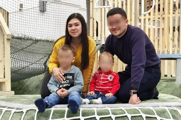 Старшему сыну Светланы пять лет, а младшему — год и десять месяцев