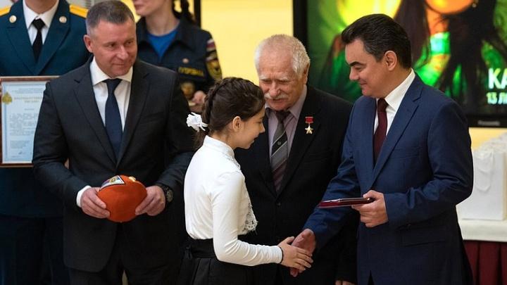 Девочку из Башкирии наградили за героизм в Совете Федераций