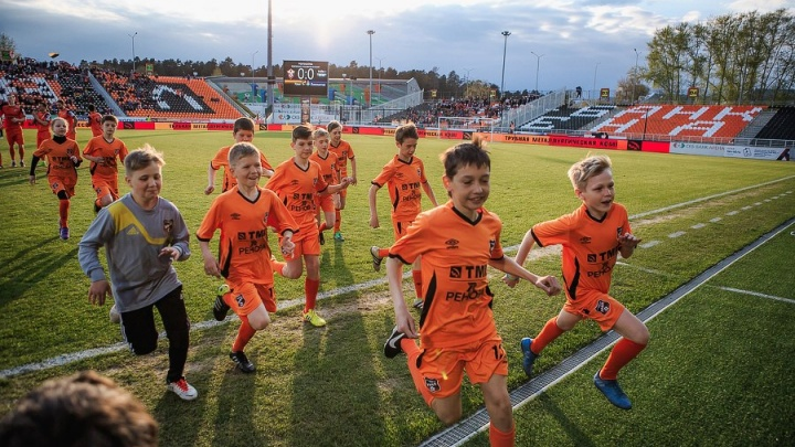 Все больны футболом: в спортшколах Екатеринбурга ажиотаж, в спортивных магазинах скупили бутсы