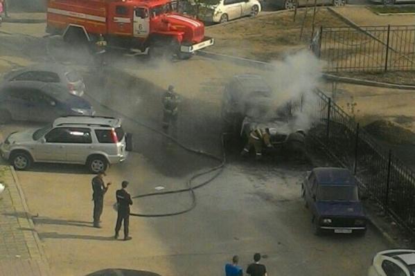 Пожарным удалось потушить вспыхнувшие автомобили за 3 минуты