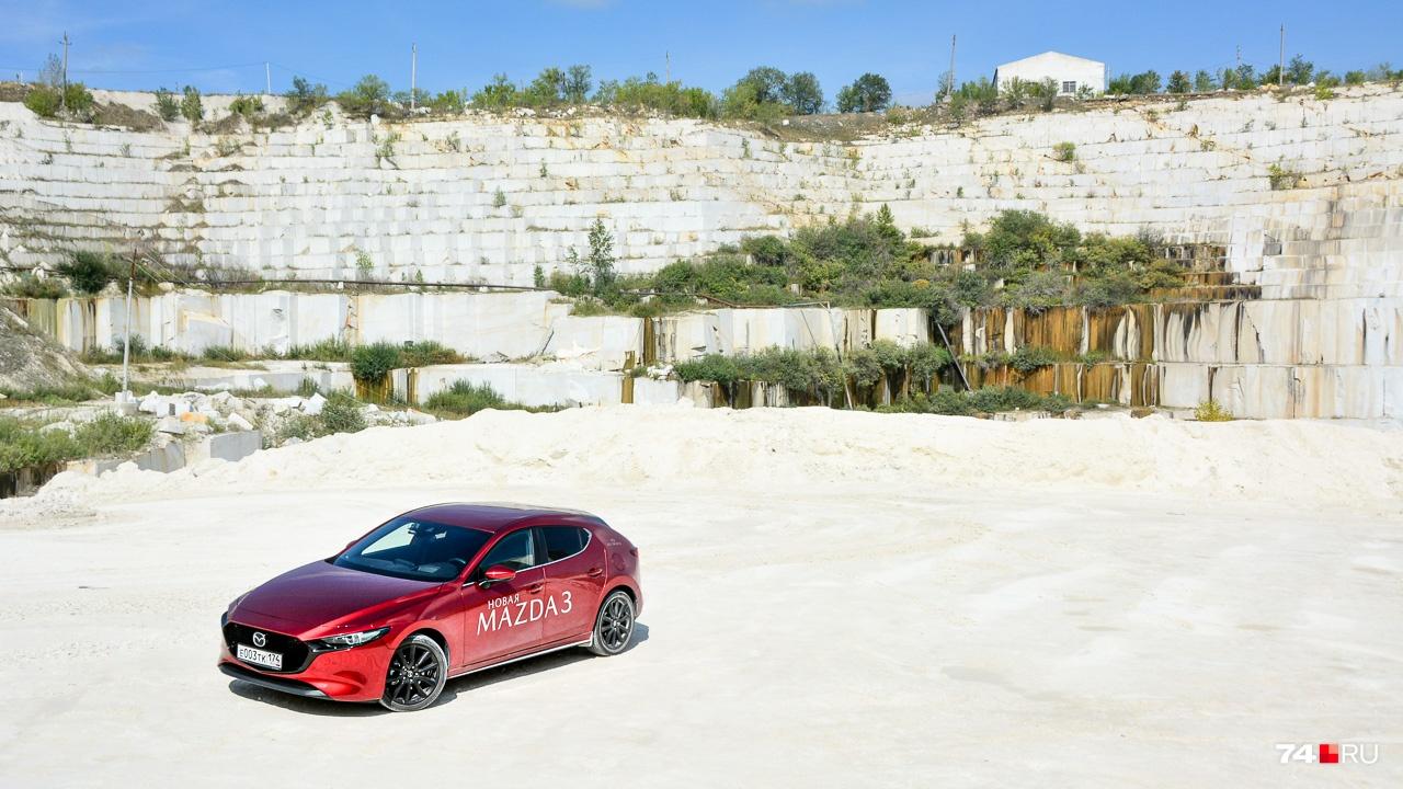 Один в поле — это про Mazda3. Большая часть её прямых конкурентов покинула Россию: Honda Civic, Ford Focus, Mitsubishi Lancer...