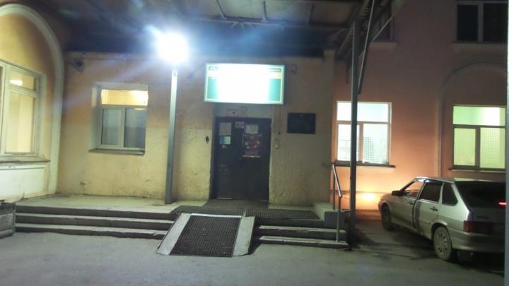 В Екатеринбурге спустя год ищут свидетелей смерти женщины возле больницы