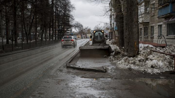 Трактористу, который перебудил улицу Танковую уборкой грязи, запретят шуметь после 22:00