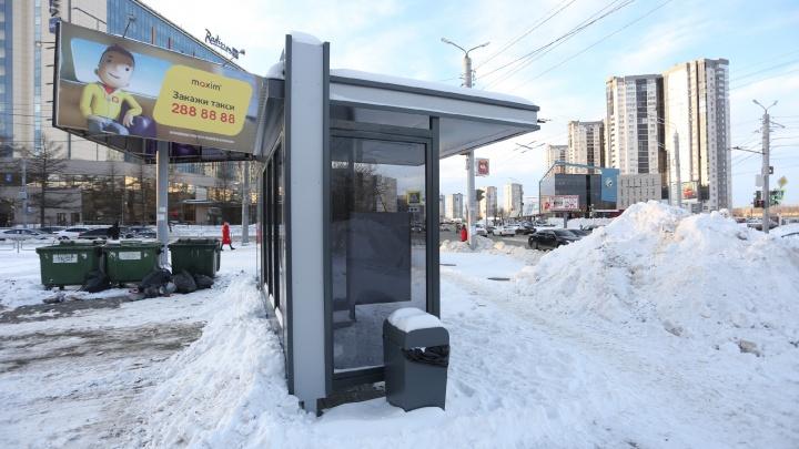 «Вокруг — сплошные сугробы»: новые остановки в Челябинске поставили там, где не ходит транспорт