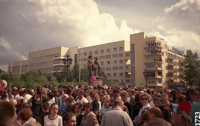 14 августа 1998 года, через минуту после открытия
