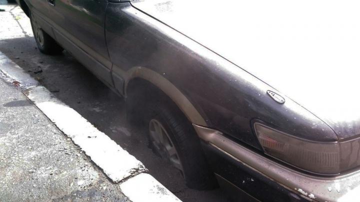«Тойота» провалилась в асфальт на Линейной