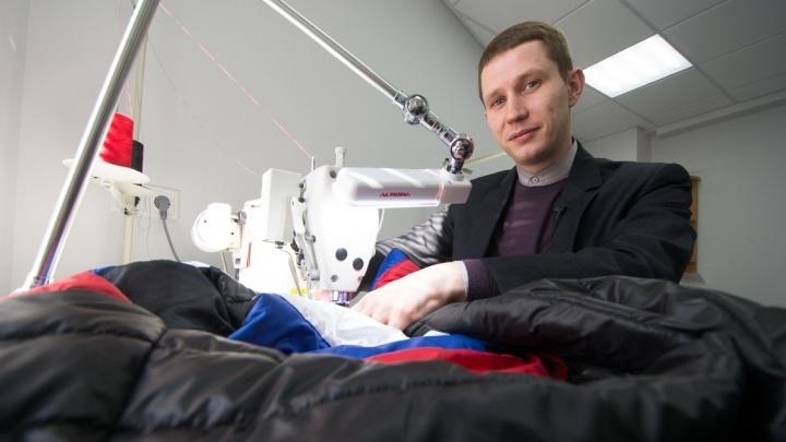 Екатеринбургский дизайнер подарил Путину утеплённый жилет с триколором