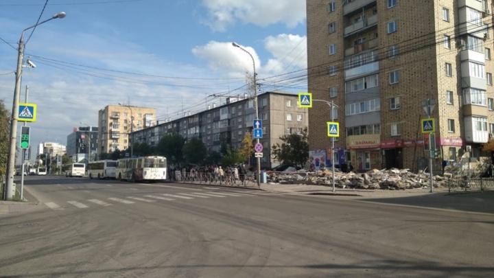 Автобусам № 36 изменили маршрут в сторону правого берега и отправили по Перенсона