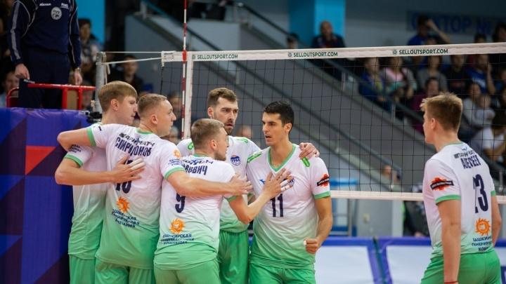 Вторая партия выдалась сложной для обеих команд: волейбольный «Урал» обошел соперника в Красноярске