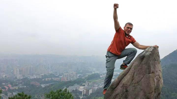 «В первый же день в Китае я оказался в полиции»: как автостопщик из Архангельска покоряет Азию