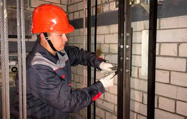 Чиновники установили в шахтах лифтов видеокамеры: зачем