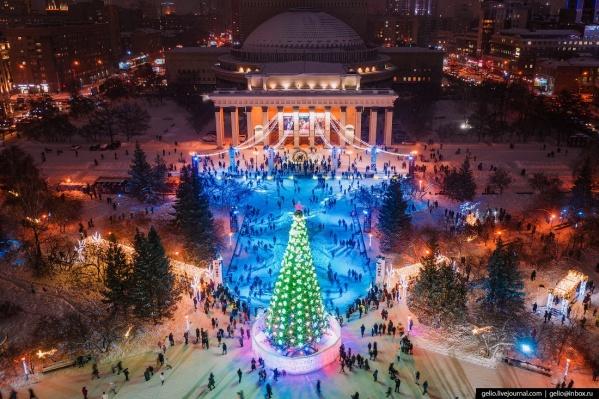Ледовый городок у Оперного с высоты