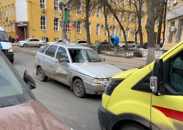 Водитель на ВАЗ-2112 сбил девушку