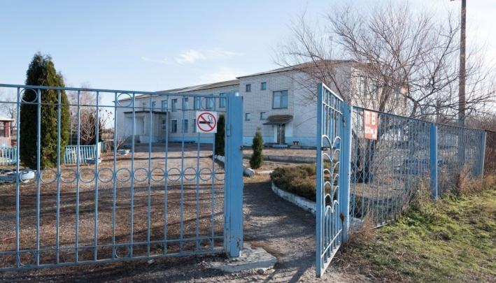 «Уволена не за это»: в волгоградской школе, где отравился ученик с оружием, сменили директора