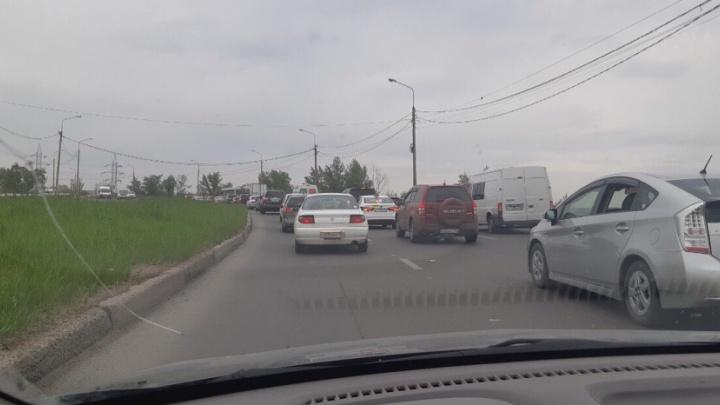 Выезды из города превратились в километровые пробки