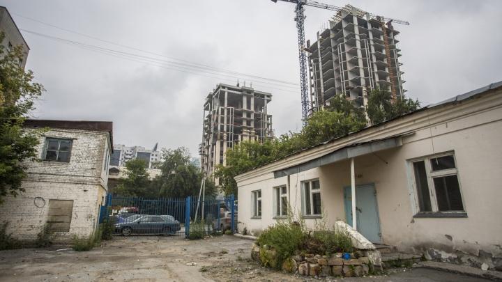 Суд запретил мэрии Новосибирска продавать дорогой участок в тихом центре