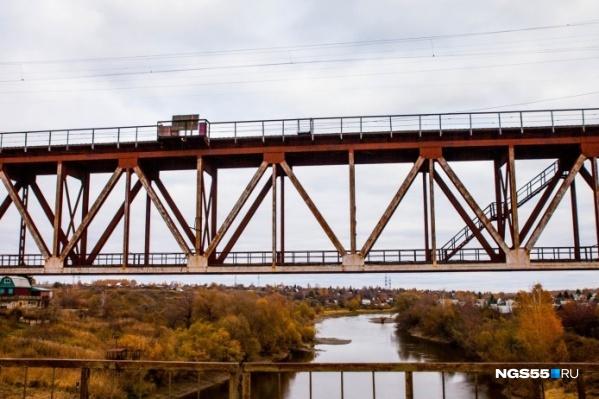 Чтобы построить замену старому железнодорожному мосту, в нашем городе затевается масштабное строительство
