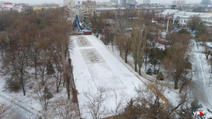 Из-за оттепели и дождей в Волгограде поплыли открывшие сезон катки
