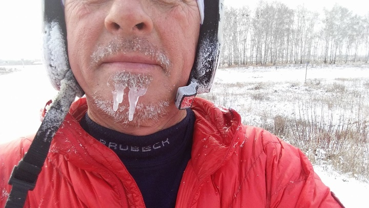 Все в сосульках: двое поляков приехали в Новосибирск из Омска на велосипедах