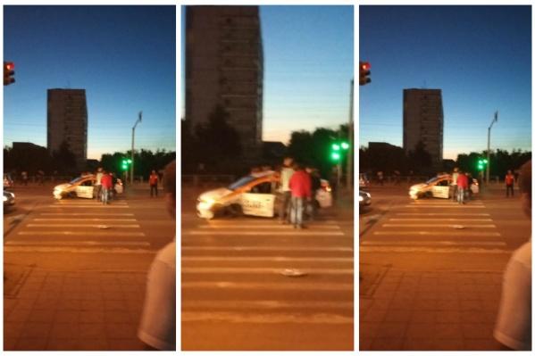 По словам очевидцев,ДТП произошло по вине водителя такси