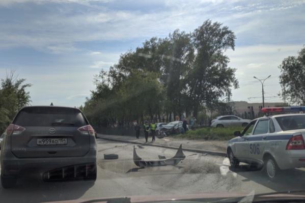 Два автомобиля вылетели на тротуар