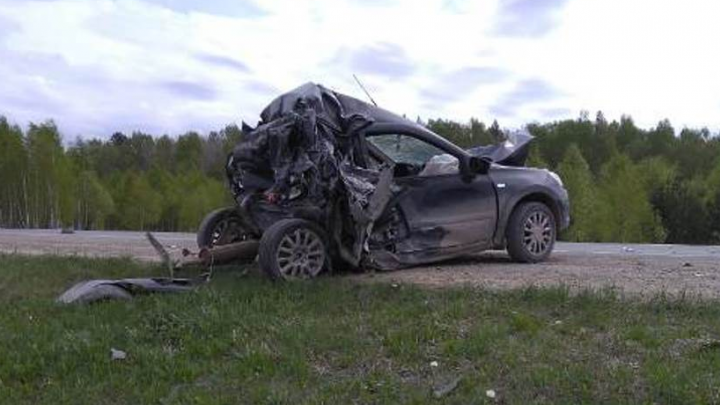 В смертельном ДТП под Нижними Сергами погибли полицейский и его семья