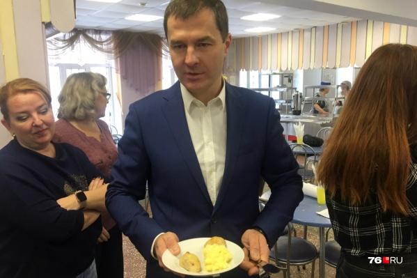 По мнению мэра, за год питание в школах стало лучше