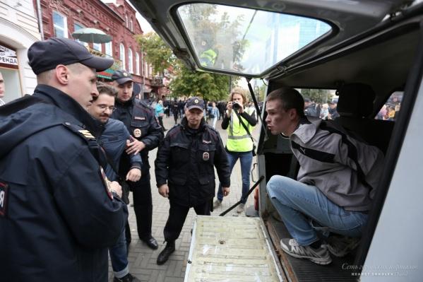 На митингах задержали более тысячи россиян, среди них были журналисты