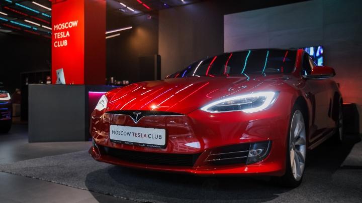 Новосибирцы за два месяца заказали 10 электромобилей Tesla