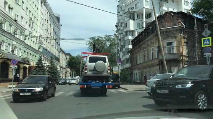 Ищите пути объезда: в Самаре эвакуатор зацепил провода на Ульяновской — Садовой