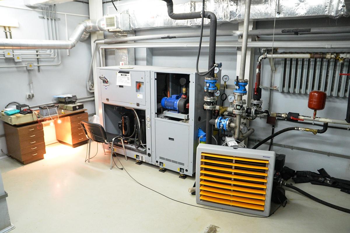 Этот агрегат — охладитель, он защищает систему от перегрева