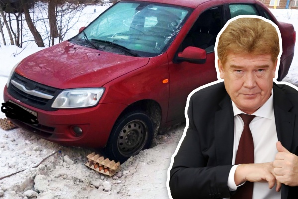 Елистратов ругал подчинённых за сугробы неделю назад. А на днях таким странным способом пришлось вытаскивать машину из двора на Социалистической, 64<br>